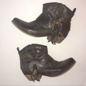 Big Buddha Cowgirl boots, booties size 6